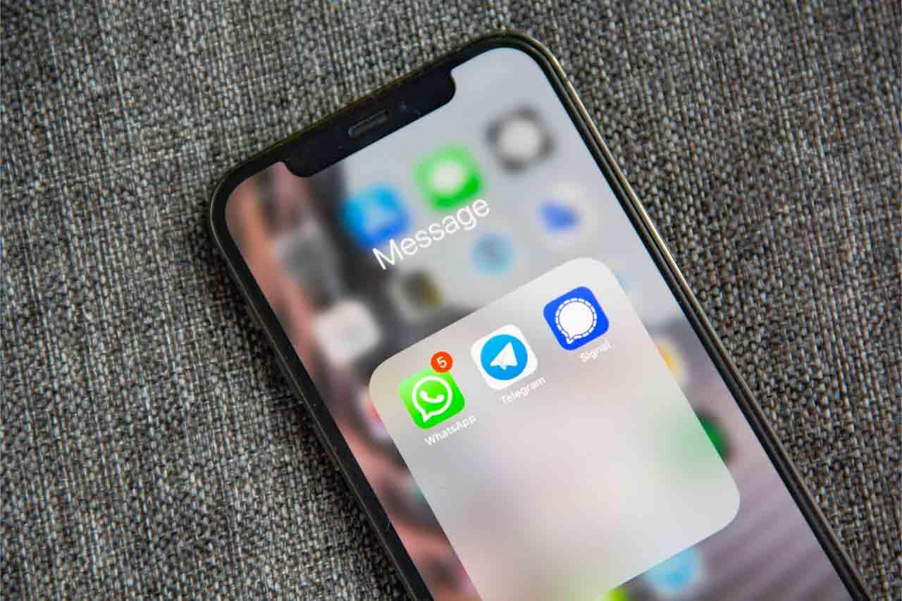 come scoprire se ti tradisce su whatsapp