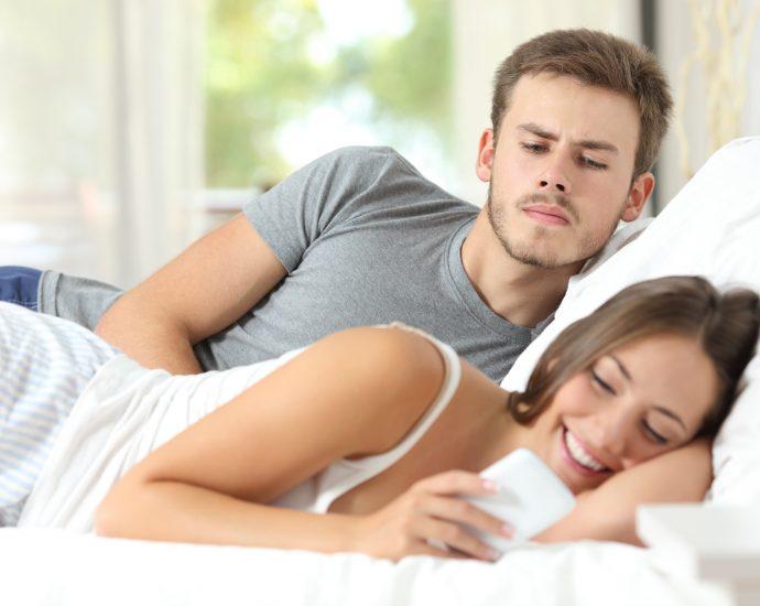 Come spiare il cellulare della tua ragazza?